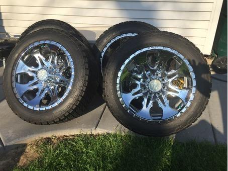 """22"""" Tires and Rims Chevy Silverado 2500HD"""
